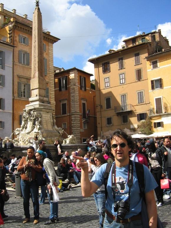 Feri a Pantheon előtt