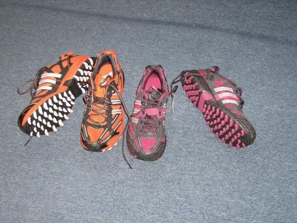 futó cipő sárra